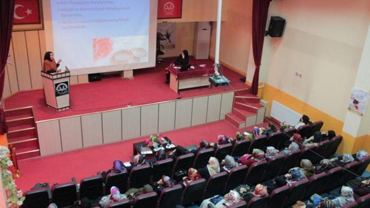 Sivas'ta Aile Okulu Eğitim Semineri