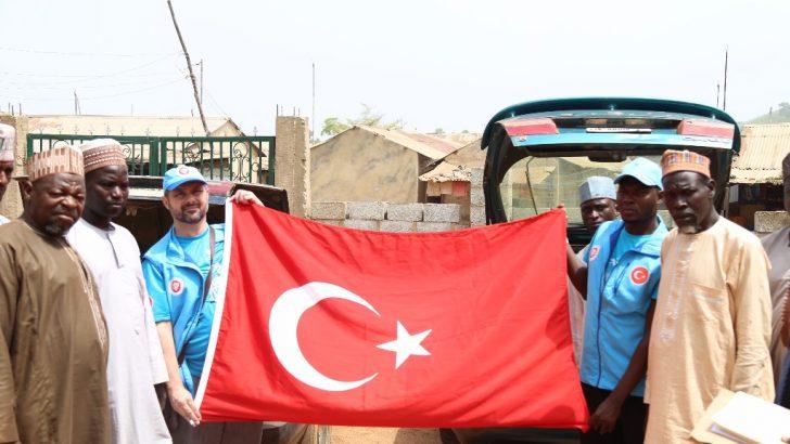 Türkiye Diyanet Vakfından 400 Nijeryalı aileye adak eti