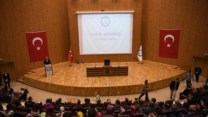 Diyanet İşleri Başkanı Erbaş, Şırnak Üniversitesinde öğrencilerle bir araya geldi