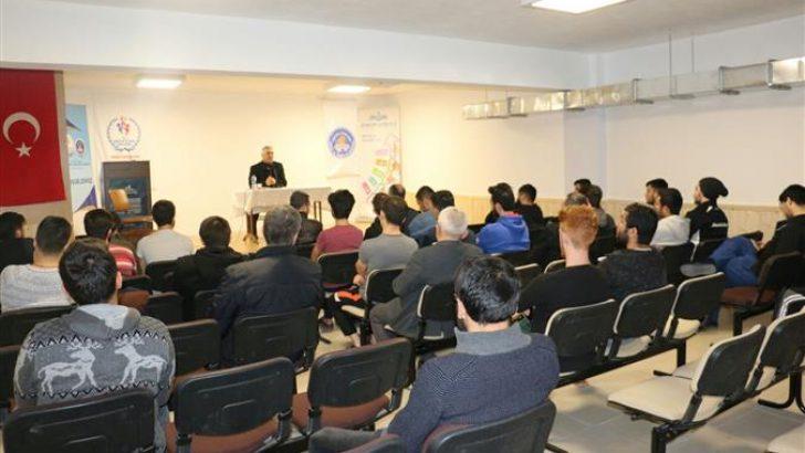 Uzman Vaiz Sözer'den Üniversite Öğrencilerine 'Bağımlılıkla Mücadele' Semineri