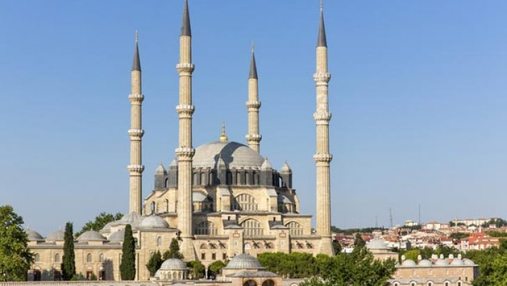 İstanbul'da ezan ve namaz saati değiştirildi
