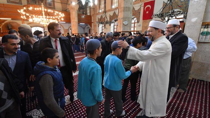 Diyanet İşleri Başkanı Erbaş, Malatya'da sabah namazında gençlerle buluştu