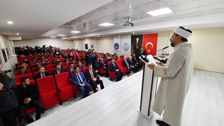 Diyanet İşleri Başkanı Erbaş üniversite öğrencileriyle bir araya geldi