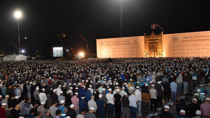 Yüzbinler Yenikapı'da Enderun usulü teravih kıldı