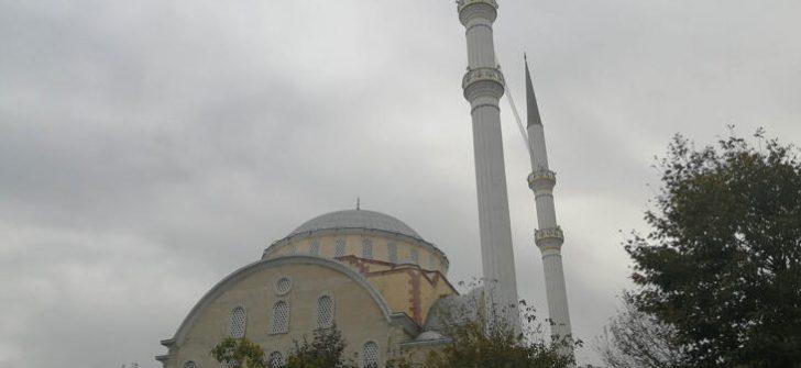 Bakırköy Yenimahalle Camii ibadete kapatıldı